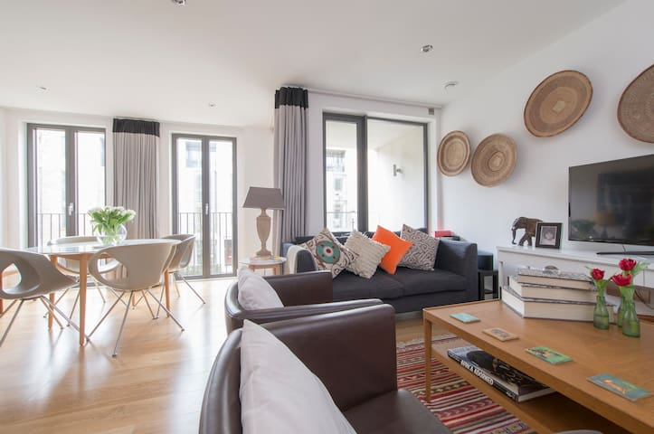 Gorgeous 2 Bed in Portobello Square - London - Leilighet