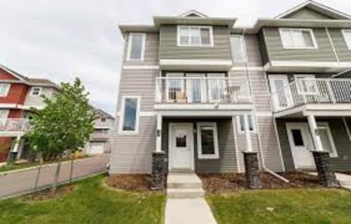 Entire Townhouse(3 Bedrooms)w attached 2car garage