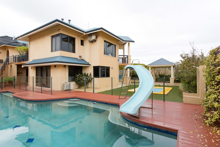 Amazing Ocean View Villa in Iluka - Iluka - House