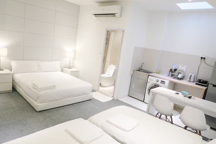 New Spacious 2 Queen Beds Apt @ CITY Central