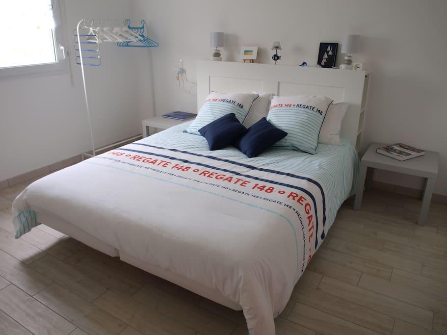 chambre rez-de-chaussée avec lit 160