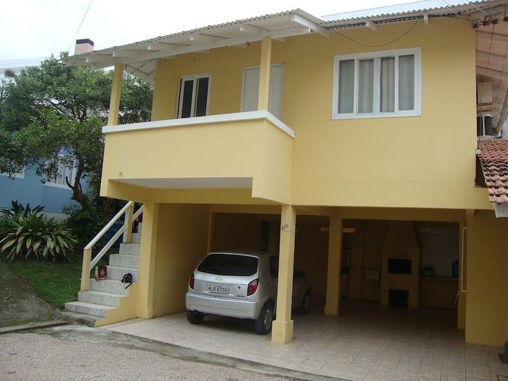Casa de 02 quarto no centro de  Bombinhas/SC