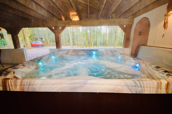 Mt Maplewood Lodge Hot Tub Poconos Cabin Lake Naomi Game Room Wifi150m Cabins For Rent In Pocono Pines Pennsylvania United States