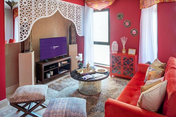 Vintage Arabian-themed Three-Bedroom Apartment