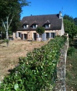 Belle périgourdine sur 2 hectares près de Trémolat - Mauzac-et-Grand-Castang - Ev
