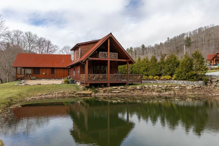 Lured Away: Fish from deck, access to Eagles Nest amenities, Summer Concerts!