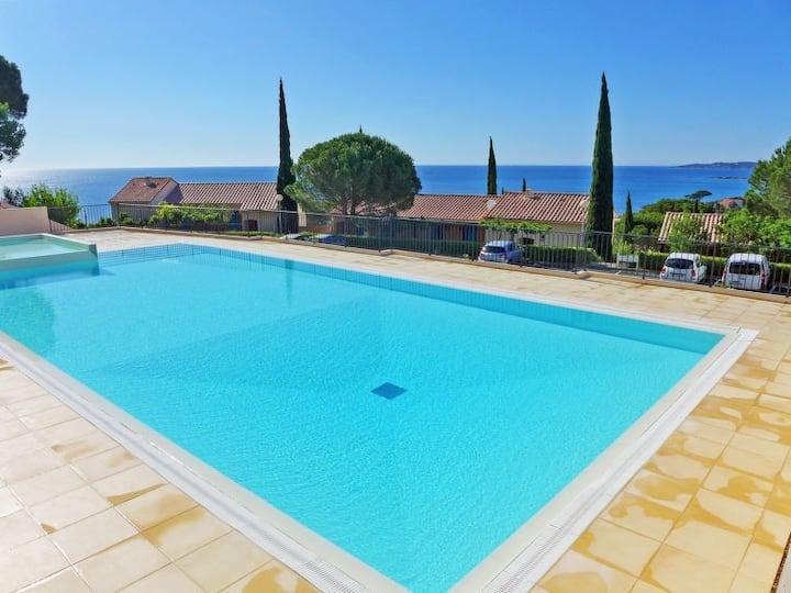 studio vue mer piscine st maxime plage 100 mètre