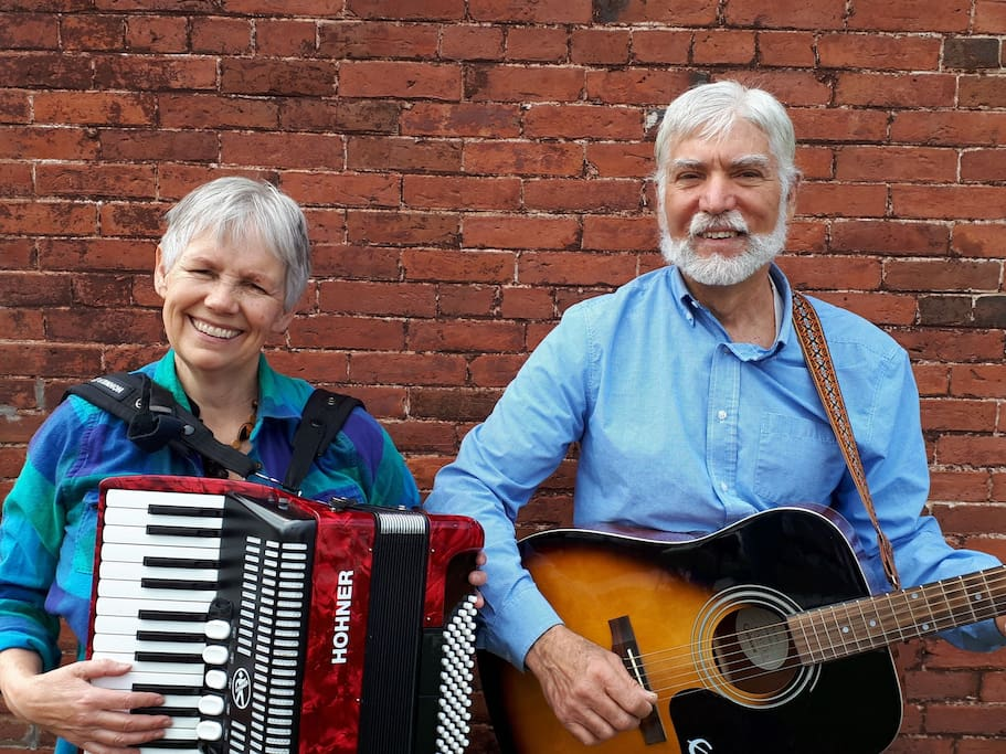 Musicians are more than welcome at the chalet.  I play accordion and keyboard and my partner Jes (who lives in Vermont) plays several instruments. We can introduce guests to our musician friends in Quebec and Vermont.