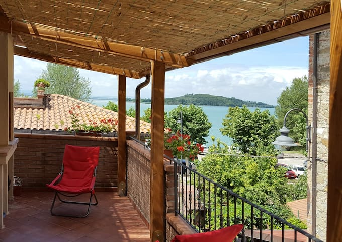 "Flat ""il Giacchio"" big terrace with lake view - San Feliciano - Apartamento"