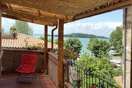 "Flat ""il Giacchio"" big terrace with lake view - San Feliciano"