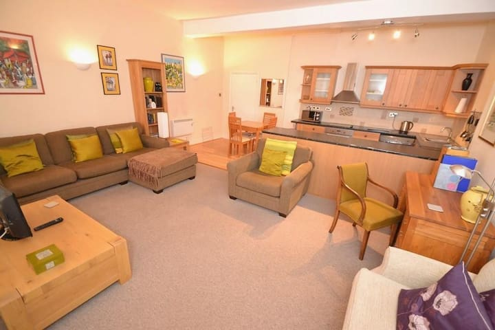 Bridport Central spacious apartment - Bridport