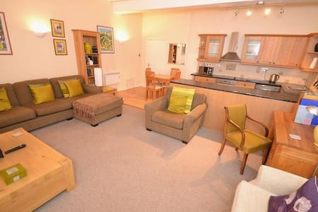 Spacious 1BD in heart of Bridport! - Bridport