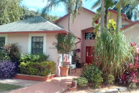 Lake Worth home close to everything - Lake Worth - Huis