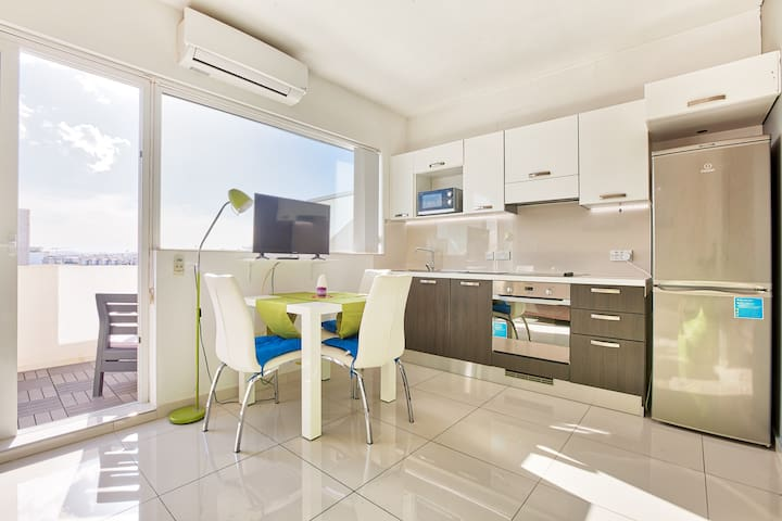 MC2 - PENTHOUSE with terrace - Centrally Located!