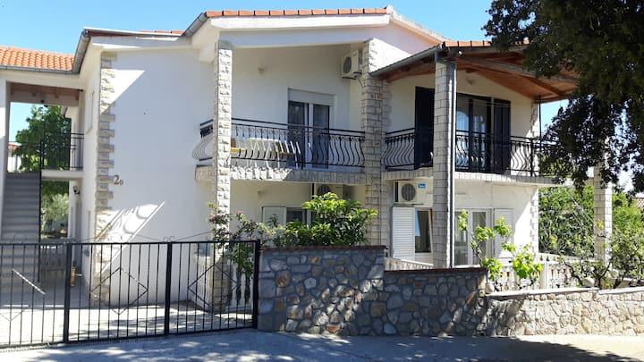 Kucic-Apartments #3 (2+1 child), Jezera
