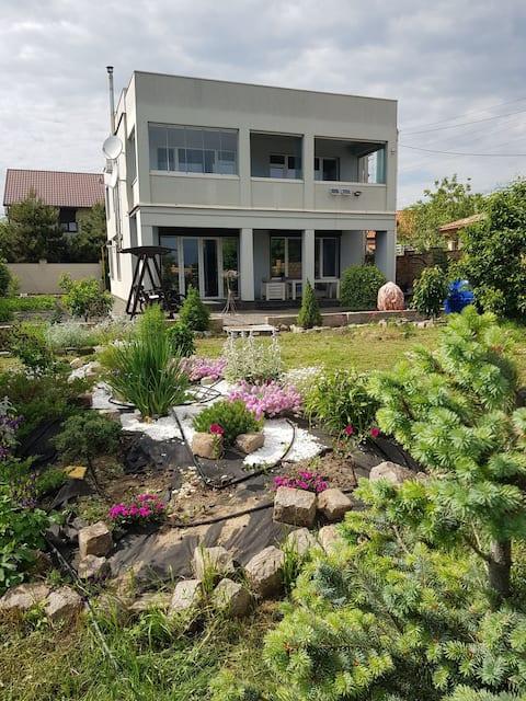 дом целиком,первая линия от моря ,25 км от Одессы