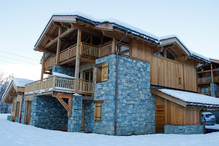 Mountain Holiday Home in Saint-Martin-de-Belleville with Heated Terrace