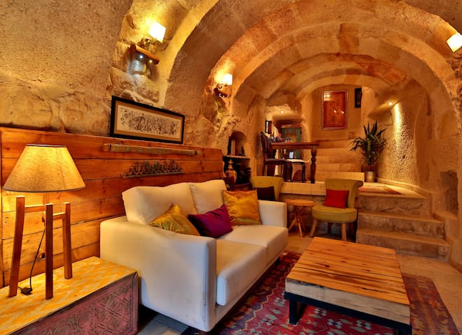 Stylish Cappadocian Cave Hotel - Ortahisar - Bed & Breakfast