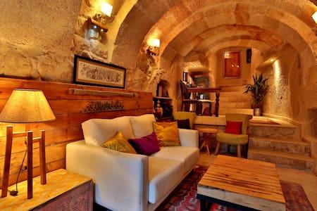 Stylish Cappadocian Cave Hotel - Ortahisar - Inap sarapan