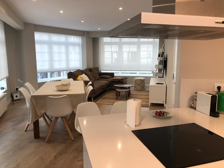 OFFER:   APT NEXT TO THE CATHEDRAL  SANTIAGO
