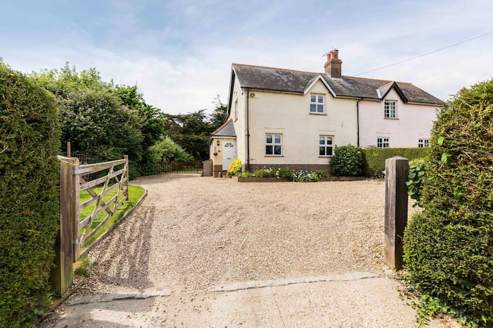 Three bedroom rural cottage - Runcton