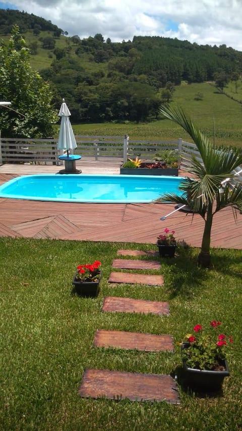 A melhor Casa de campo com piscina e bela paisagem