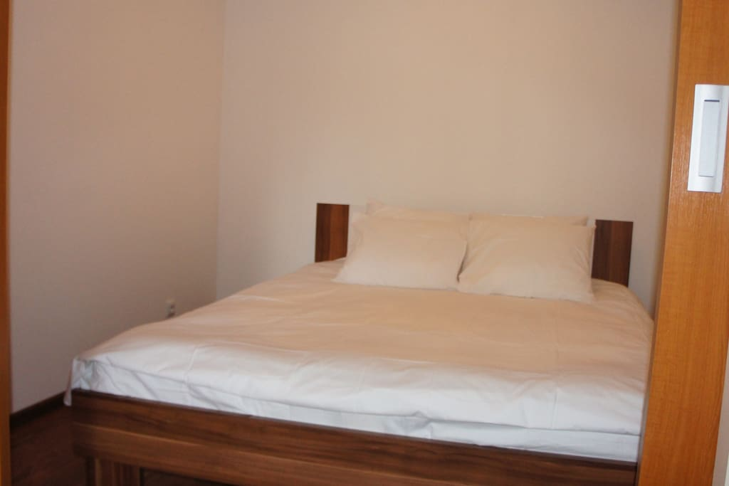 Bedroom with queen size double bed