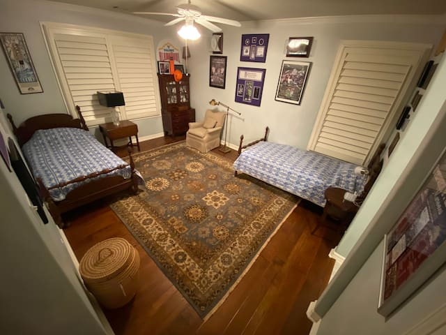 2 Twin Bed Private Room near Downtown Austin