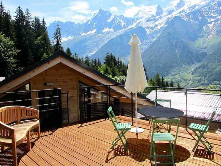 Stylish Coupeau Chalet, private terrace & car port