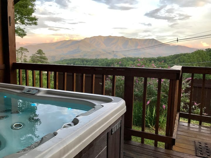 Privacy with a view ! Romantic. Great getaway.