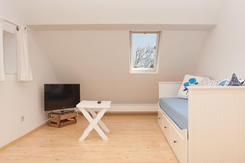 Der Wohnbereich mit Flatscreen