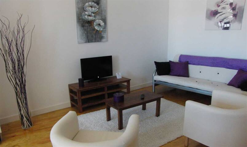 Modern and clean studio close to center 1BDR