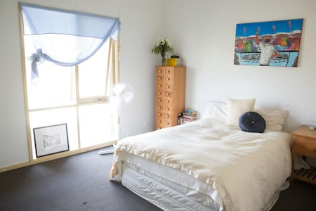 Private double room close to the airport. - Oaklands Junction - Dom