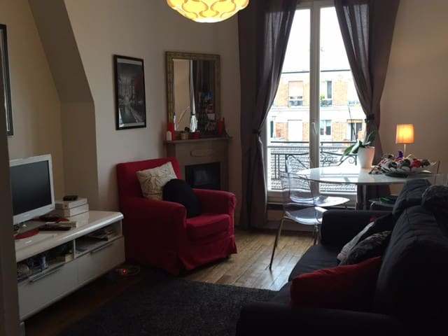 Cosy flat view on the Eiffel Tower/ideal to visit