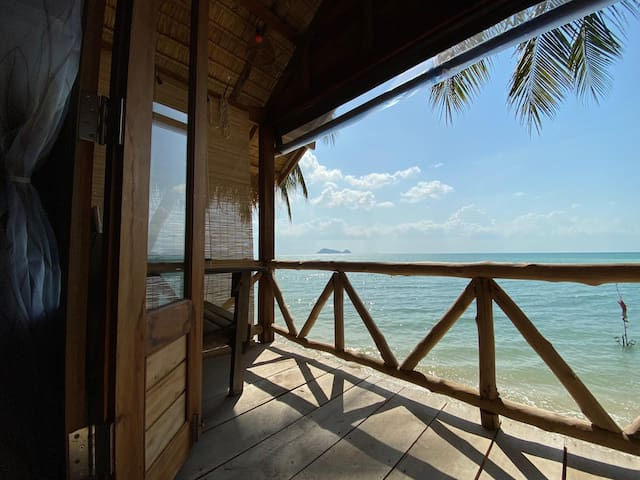 Castaway Beach Bungalows - The Lookout.