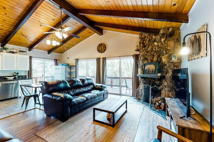 Spacious retreat w/ wraparound deck & wood-burning fireplace - close to Yosemite