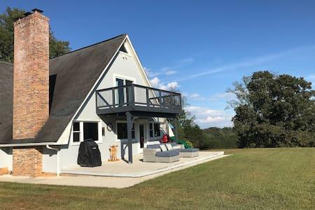 Cosy Farmhouse on 22 Private Acres, Sleeps 6