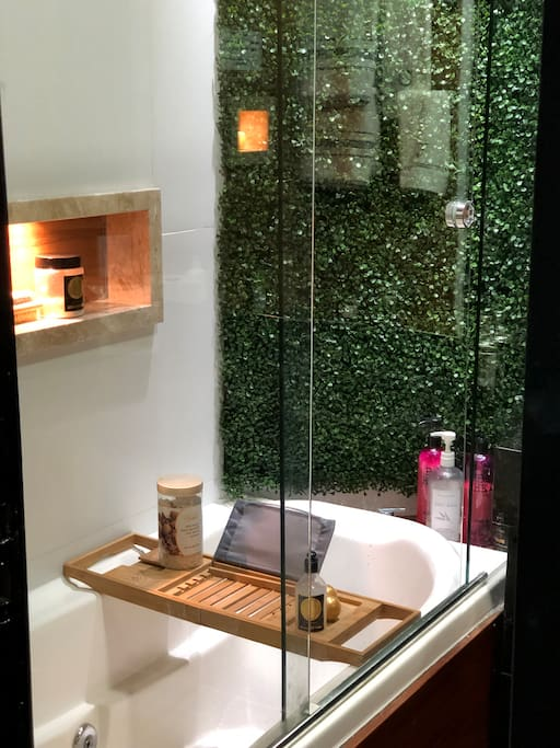 Hydrotherapy with bubble bath and sea salt-