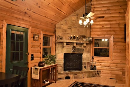 Wolf Ridge Retreat - Loft Style Real Log Cabin
