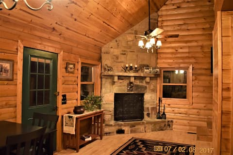 Wolf Ridge Retreat - Loft Style Real Log Cabin