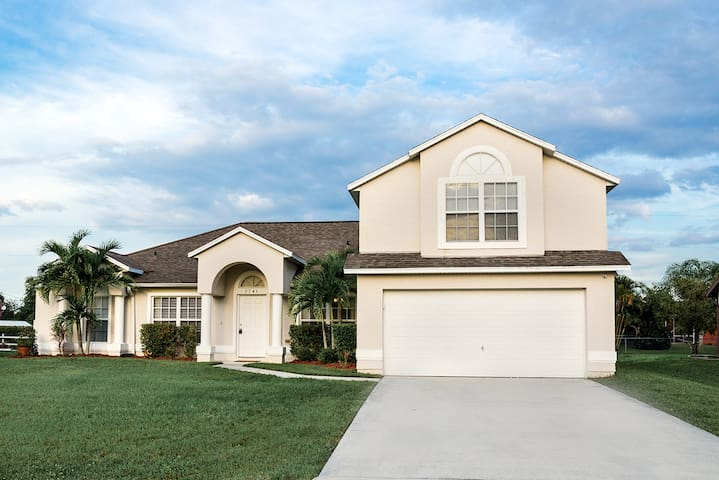 5Bed 3bath- Home Solar Heated pool - 포트 세인트 루시(Port St. Lucie) - 단독주택