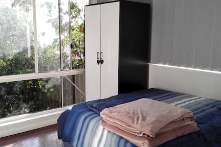 2 bedroom furnished Granny Flat with wifi Sydney - Carlingford - 別荘