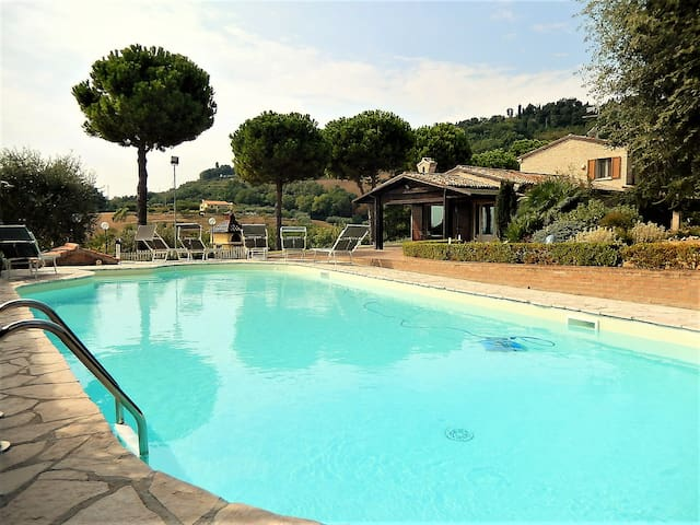 Villa Montegiove with private pool - Centinarola - Casa de camp