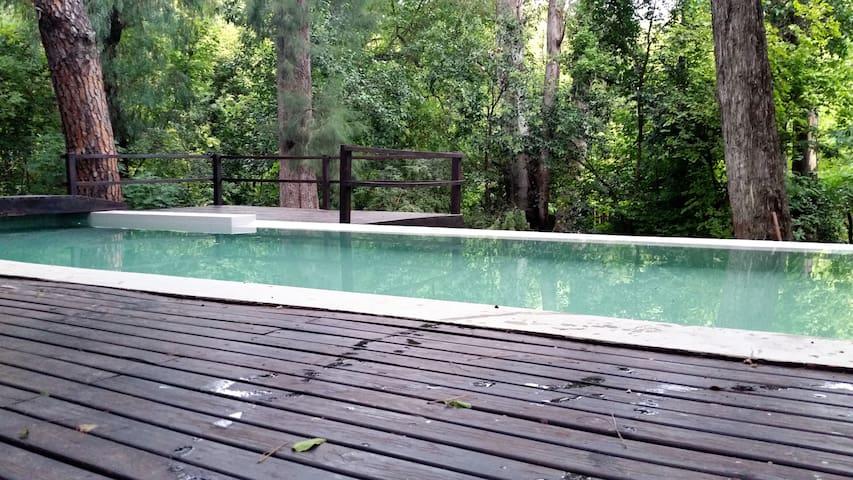 Casa en el bosque frente al rio - Tanti