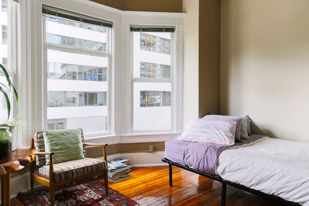 Historic studio in downtown seattle apartments for rent for Seattle view apartments