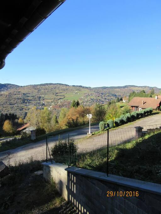Vue du salon ,sur la vallée de la Bresse