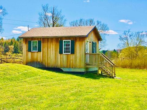 Upper Lake Moraine - Cozy Cottage Retreat!