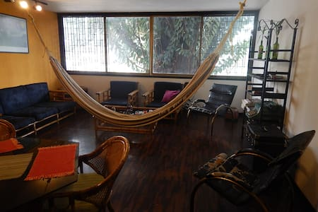 Room in front of Plaza Altamira: the best location - Caracas - Lejlighed