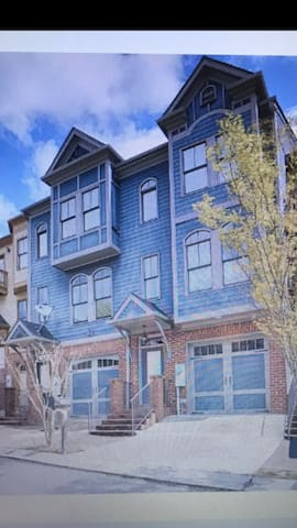 Cozy Townhouse with 2 car garage near Grant Park