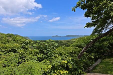 Breath-taking Ocean View Home: Villa Mot Mot